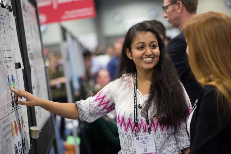 A college student presents her research at the SfN annual meeting