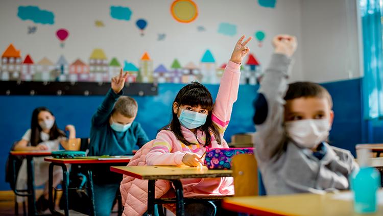 kids wearing mask in classroom