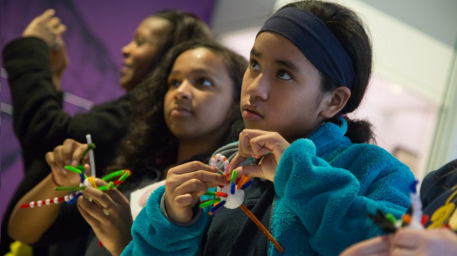 Students create neurons at a Brain Awareness Week event.