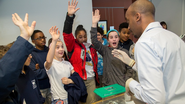 A neuroscientist teaches students about the brain at a 2014 Brain Awareness event.